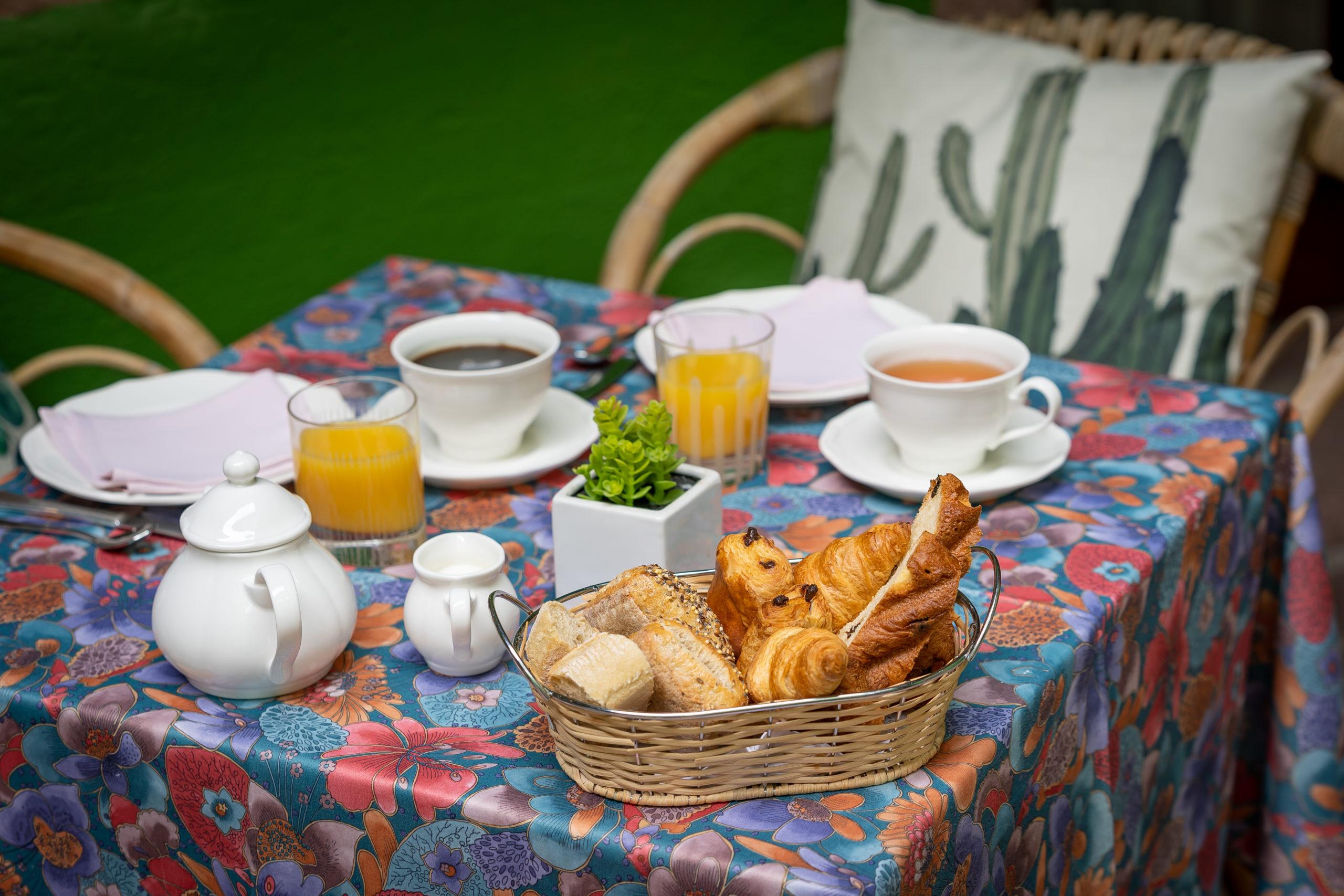 Breakfast on the terrace of the Hotel à l'Oriel